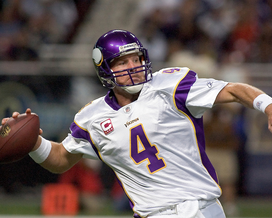 October 11, 2009 - St Louis, Missouri, USA - Vikings quarterback Brett Favre (4) in action in the game between the St Louis Rams and the Minnesota Vikings at the Edward Jones Dome.  The Vikings defeated the Rams 38 to 10.