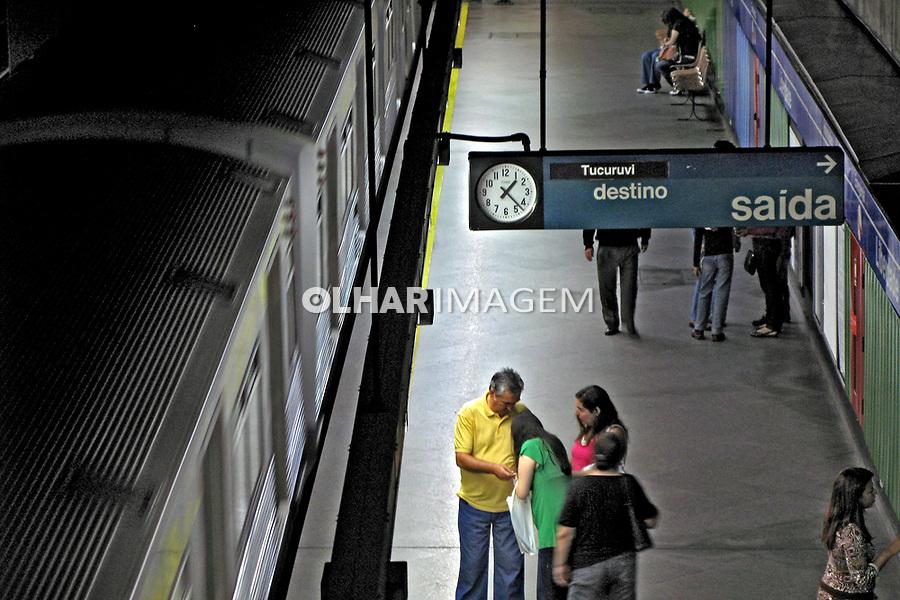 Passageiros no metrô São Paulo. 2008. Foto de Juca Martins.