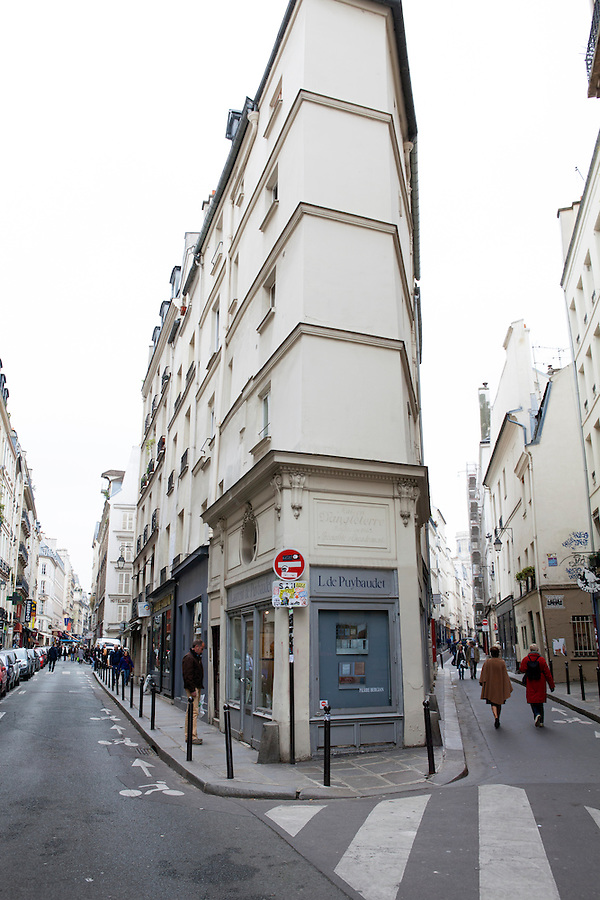 Left Bank, Latin Quarter - A fork in the road where Rue de Seine meets Rue de L'Echaude, Paris, France, Europe