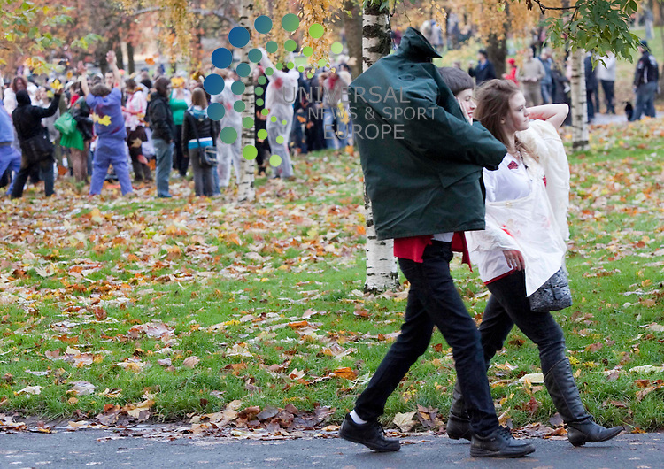 Hundreds of zombies take over Kelvingrove park Glasgow, more than 400 hundred zombies gather in the park, to crawl and stumble.  .Picture Johnny Mclauchlan/Universal News and Sport (Scotland)31/10/2010