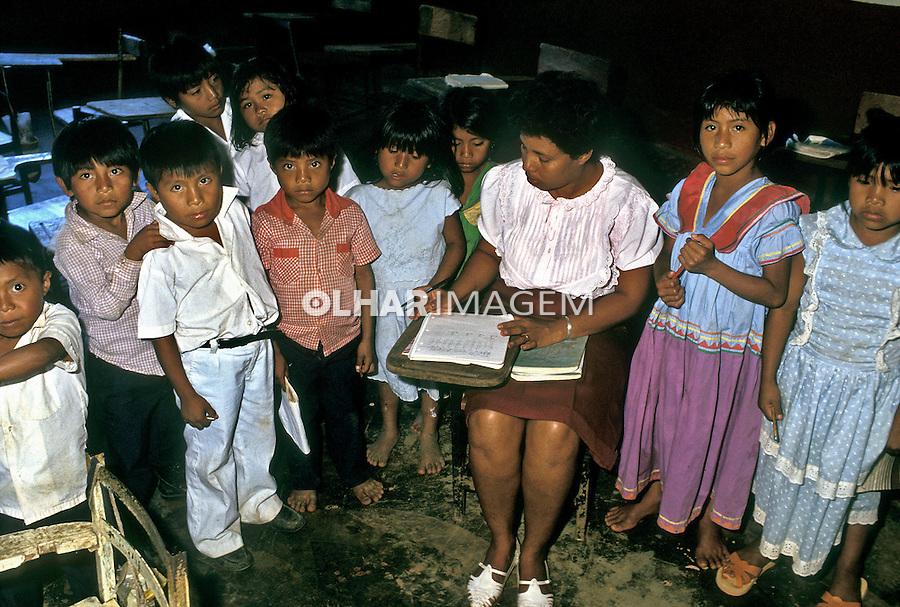Escola indígena no Panamá. 1990. Foto de Nair Benedicto.