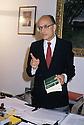 Francesco Saverio Borrelli, Attorney General, during a press conference in his office at Courthouse, Milan, November 1992. © Carlo Cerchioli..Francesco Saverio Borrelli, Procuratore della repubblica, durante una conferenza stampa nel suo ufficio a Palazzo di Giustizia, Milano novembre 1992.