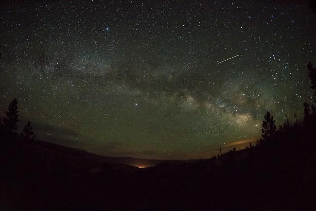Sternenhimmel mit der Milchstrasse &uuml;ber dem Bryce Canyon, Utah.<br /> 15.6.2017, Bryce Canyon<br /> Copyright: Christian-Ditsch.de<br /> [Inhaltsveraendernde Manipulation des Fotos nur nach ausdruecklicher Genehmigung des Fotografen. Vereinbarungen ueber Abtretung von Persoenlichkeitsrechten/Model Release der abgebildeten Person/Personen liegen nicht vor. NO MODEL RELEASE! Nur fuer Redaktionelle Zwecke. Don't publish without copyright Christian-Ditsch.de, Veroeffentlichung nur mit Fotografennennung, sowie gegen Honorar, MwSt. und Beleg. Konto: I N G - D i B a, IBAN DE58500105175400192269, BIC INGDDEFFXXX, Kontakt: post@christian-ditsch.de<br /> Bei der Bearbeitung der Dateiinformationen darf die Urheberkennzeichnung in den EXIF- und  IPTC-Daten nicht entfernt werden, diese sind in digitalen Medien nach &sect;95c UrhG rechtlich geschuetzt. Der Urhebervermerk wird gemaess &sect;13 UrhG verlangt.]