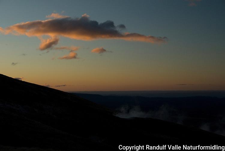 Røyk fra Ketetai Springs i solnedgang ---- Mist from Ketetai Springs at sunset