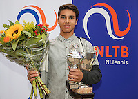Hilversum, Netherlands, August 13, 2016, National Junior Championships, NJK, Prizegiving, winner boy's single 16 years : Sidané Pontjodikromo<br /> Photo: Tennisimages/Henk Koster