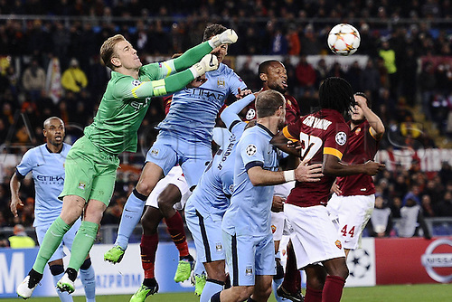 10.12.2014. Rome, Italy. UEFA Champions League Group E match between AS Roma 0-2 Manchester City at Stadio Olimpico in Rome, Italy. Joe Hart punches clear