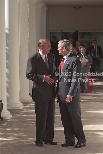 United States President George W. Bush and President Jacques Chirac of France talk while walking along the colonnade at the White House, Tuesday, November 6, 2001..Mandatory Credit: Tina Hager - White House via CNP.