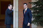 Spain's Prime Minister Mariano Rajoy, left, receives main Socialist opposition leader Pedro Sanchez before a meeting at the Moncloa Palace in Madrid, Spain. December 23, 2015. (ALTERPHOTOS/Victor Blanco)