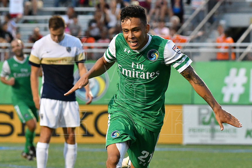HEMPSTEAD - USA. 13-07-2016: David Diosa jugador del New York Cosmos celebra después de anotar un gol a Jacksonville Armada FC durante partido por la temporada de otoño 2016 de la North American Soccer League (NASL) jugado en el estadio James M. Shuart Stadium de la ciudad de Hempstead, NY./ David Diosa player of New York Cosmos celebrates after scoring a goal to Jacksonville Armada FC during match for the fall season 2016 of the  North American Soccer League (NASL) played at James M. Shuart Stadium in Hempstead, NY. Photo: VizzorImage/ Gabriel Aponte / Staff