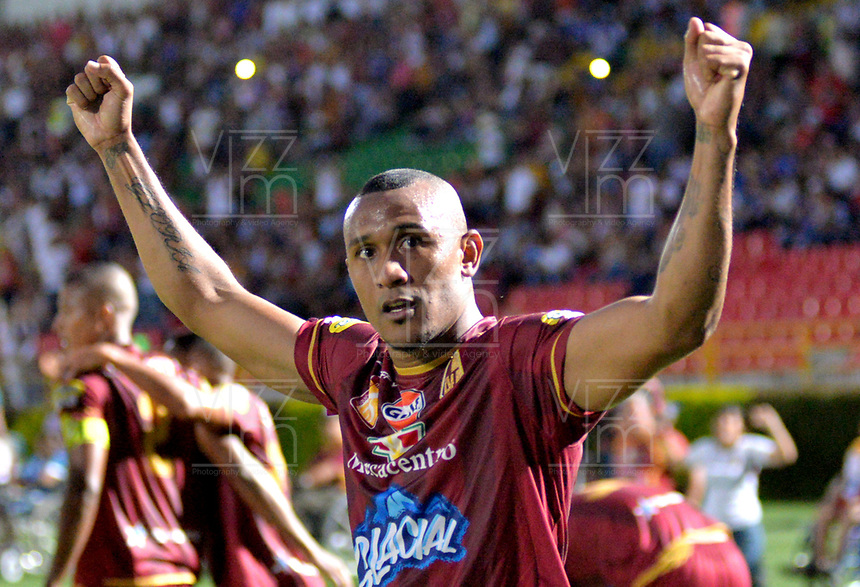 IBAGUE - COLOMBIA, 21-04-2018: Angelo Rodriguez, jugador de Deportes Tolima celebra el gol anotado a Millonarios, durante partido entre Deportes Tolima y Millonarios de la fecha 17 de la Liga Aguila I 2018, jugado en el estadio Manuel Murillo Toro de la ciudad de Ibague. / Angelo Rodriguez, player of Deportes Tolima celebrates a scored goal to Millonarios, during a match between Deportes Tolima and Millonarios of the 17th date for the Aguila League I 2018,  played at Manuel Murillo Toro stadium in Ibague city. Photo: VizzorImage / Juan Carlos Escobar / Cont.