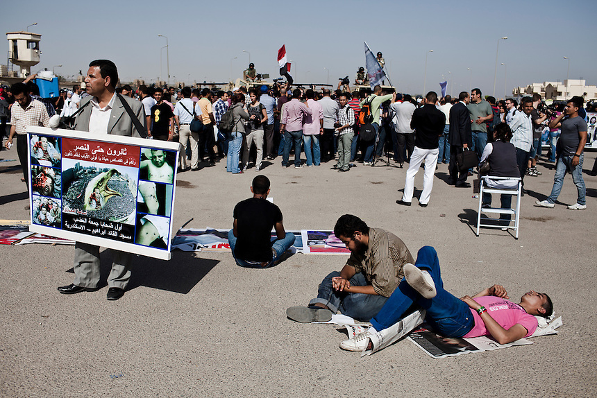 Protesters wait to hear the verdict in the trial of former Egyptian President, Hosni Mubarak, in front of the Cairo Police Academy in Cairo, June 2, 2012. Photo: ED GILES.