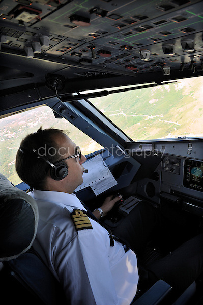 copyright : magali corouge / Documentography.10/06/09.Me?tier : Pilote..Laurent Guerini pendant un vol.
