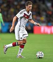 FUSSBALL WM 2014                ACHTELFINALE Deutschland - Algerien               30.06.2014 Mesut Oezil (Deutschland) am Ball