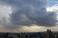 GUARULHOS,SP - 02.02.14 - CLIMA TEMPO - Fim de tarde na cidade de Guarulhos na grande São Paulo, neste domingo, 02. (Foto: Geovani Velasquez / Brazil Photo Press)