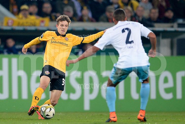 FUER SZ FREI, PAUSCHALE GEZAHLT!!!<br /> Fu&szlig;ball, Sachsen - Pokal, Saison 2015/2016, Achtelfinale, SG Dynamo Dresden - Chemnitzer FC (CFC), Freitag (09.10.2015), Stadion Dresden.<br /> Dresdens Niklas Hauptmann (li.) gegen den Chemnitzer Raphael Jamil Dem.<br /> Foto: Robert Michael / www.robertmichaelphoto.de