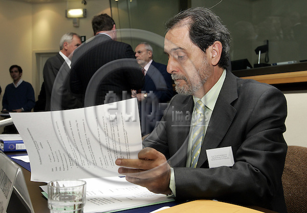 BRUSSELS - BELGIUM - 25 APRIL 2006 -- J. Velasco RODRIGUES, Minister of Transport of the Government of the Aragon Region during the meeting of 100 logistical Platforms in the EU-Commission. Jacques BARROT, Vice-President of the EU-Commission and Commissioner  of Transports in the background. -- PHOTO: JUHA ROININEN / EUP-IMAGES.