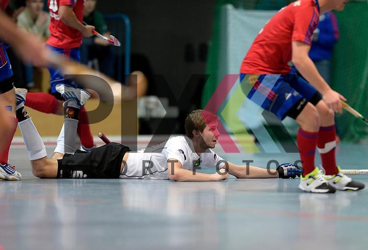 GER - Mannheim, Germany, November 28: During the 1. Bundesliga Sued Herren indoor hockey match between Mannheimer HC (red) and TG Frankenthal (white) on November 28, 2015 at Irma-Roechling-Halle in Mannheim, Germany. Final score 7-7 (HT 3-3).  Christian Trump #87 of TG Frankenthal<br /> <br /> Foto &copy; PIX-Sportfotos *** Foto ist honorarpflichtig! *** Auf Anfrage in hoeherer Qualitaet/Aufloesung. Belegexemplar erbeten. Veroeffentlichung ausschliesslich fuer journalistisch-publizistische Zwecke. For editorial use only.