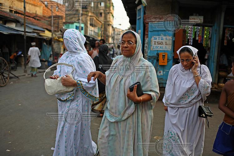 Women on a Kolkata street..