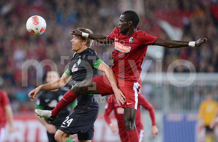 FUSSBALL   1. BUNDESLIGA   SAISON 2012/2013  5. SPIELTAG  26.09.2012 SC Freiburg - SV Werder Bremen Nils Petersen (li, SV Werder Bremen) gegen Fallou Diagne  (SC Freiburg)