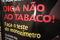 SAO PAULO, SP, 31/05/2012, DIA MUNDIAL SEM TABACO.  No DIa Mundial Sem Tabaco, uma acao esta sendo realizada no vao livre do Masp, que fica na Av. Paulista em Sao Paulo. No local a populacao pode fazer um teste  com um aparelho chamado Monoximetro, ele mede a quantidade de monoxido de carbono no pulmao da pessoa.  Luiz Guarnoieri/ Brazil Photo Press