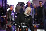 Foto: VidiPhoto<br /> <br /> UTRECHT – Een handjevol vrouwen, een enkel kind en duizenden vooral oudere mannen. Dat was donderdag het beeld op de eerste dag van de 35e Motorbeurs in Utrecht. Standaard is de donderdag de dag dat meest gepensioneerde hobbyïsten het motorfestijn bezoeken. Niet voor niets is de grootste stijging in de motorverkopen tussen 2007 en 2018 aan mensen in de leeftijdscategorie van 55 jaar of ouder. Vorig jaar werden er 13.104 nieuwe motoren verkocht, het hoogste aantal in tien jaar. Oorzaak is het toenemend aantal files, met als gevolg dat de populariteit van het motorrijden toeneemt. In totaal bedroeg het aantal motorfietsen in ons land op 1 januari dit jaar 734.610 en dat is ruim 9500 meer dan een jaar geleden.