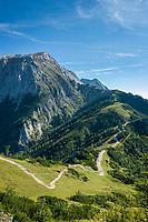 Deutschland, Bayern, Oberbayern, Berchtesgadener Land, Schoenau am Koenigssee: Wanderweg von der Bergstation der Jennerbahn zum Schneibstein | Germany, Upper Bavaria, Berchtesgadener Land, Schoenau am Koenigssee: hiking trail from Jennerbahn mountain station to Schneibstein mountain