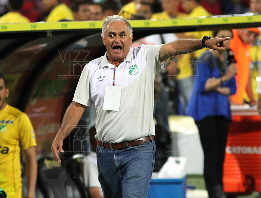MEDELLIN - COLOMBIA - 7-JUNIO-2015: Fernando Castro director tecnico del Deportivo Cali  contra el Independiente Medellin  durante  partido de vuelta de la final  de La Liga Aguila 2015-I jugado en el estadio Atanasio Girardot de la ciudad de Medellin. /.Fernando Castro coach  of  Deportivo Cali en actions during match  against Independiente Medellin  the second leg of the final played in the Atanasio Girardot stadium in the city of Medellin.Photo: VizzorImage / Felipe Caicedo / Staff.