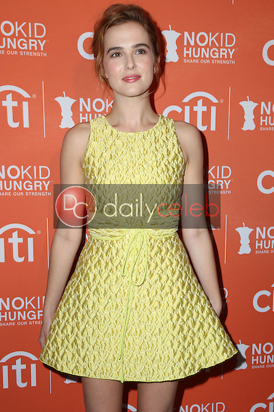 Zoey Deutch<br /> at the No Kid Hungry Benefit Dinner, Four Seasons, Los Angeles, CA 10-14-15<br /> David Edwards/DailyCeleb.Com 818-249-4998