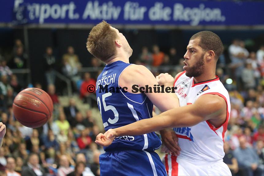 Jamal Boykin (Wuerzburg) gegen Jacob Burtschi (Skyliners) - Fraport Skyliners vs. s.Oliver Baskets Würzburg, Fraport Arena Frankfurt