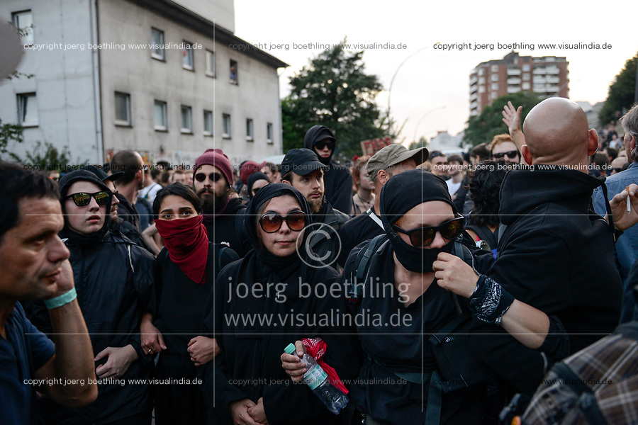 "GERMANY, Hamburg, protest rally ""G-20 WELCOME TO HELL"" against G-20 summit in july 2017, black block with mummed people /DEUTSCHLAND, Hamburg, Landungsbruecken, Protest Demo WELCOME TO HELL gegen G20 Gipfel , vermummte Demonstranten des schwarzen Block, vorne links im blauen Polo Shirt Andreas Blechschmidt, Sprecher des linksalternativen Zentrums ""Rote Flora"""