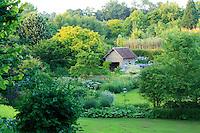 Jardins du pays d'Auge (mention obligatoire dans la légende ou le crédit photo):.vu depuis le haut du jardin sur le bassin.