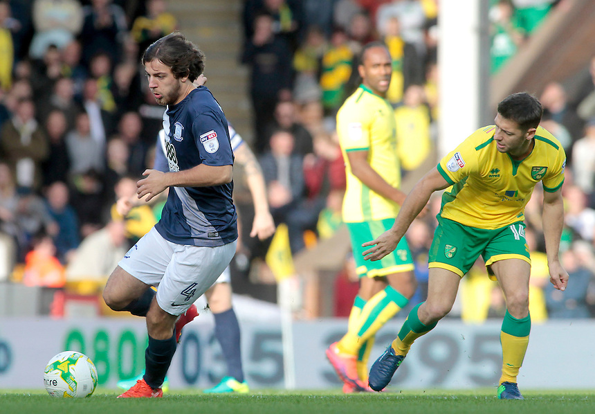 Preston North End's Ben Pearson gets away from Norwich City's Wesley Hoolahan<br /> <br /> Photographer David Shipman/CameraSport<br /> <br /> The EFL Sky Bet Championship - Norwich City v Preston North End - Saturday 22nd October 2016 - Carrow Road - Norwich<br /> <br /> World Copyright &copy; 2016 CameraSport. All rights reserved. 43 Linden Ave. Countesthorpe. Leicester. England. LE8 5PG - Tel: +44 (0) 116 277 4147 - admin@camerasport.com - www.camerasport.com