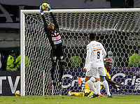 MANIZALES -COLOMBIA- 3 -10--2013. Jose Fernando Cuadrado guardameta del Once Caldas en accion contra el Atletico Huila , partido correspondiente a la treceava fecha de La Liga Postobon segundo semestre jugado en el estadio Palogrande / Jose Fernando Cuadrado Once Caldas goalkeeper in action against Atletico Huila, the thirteenth game in La Liga Postobon date second half played at the stadium Palogrande  .Photo: VizzorImage / Yonboni / Stringer