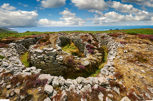 Ballowall Barrow prehistoric chambered tomb, Carn Gluze, Ballowall Common, near St Just in Cornwall, England,