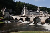 Europe/France/Aquitaine/24/Dordogne/Brantome: L'abbaye  et le pont coudé. L'abbaye Saint-Pierre de Brantôme est une ancienne abbaye bénédictine