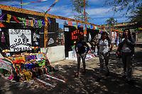 ALTAR EN HONOS A  HECTOR ESPINO.<br /> Estudiantes de distintas preparatorias publicas realizaron esta mañana un festival de   de altares previo al día de muertos llevado a cabo en la plaza Hidalgo en Hermosillo Sonora<br /> <br /> © Foto: LuisGutierrez/NORTEPHOTO.COM