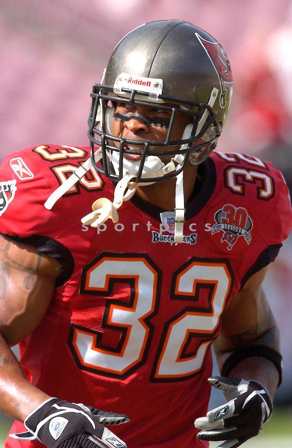 Mike Pittman, of the  Tampa Bay Buccaneers, in action during their game against the Chicago Bears on November 27, 2005.  .Chris Bernachhi / SportPics..Bears win 13-10