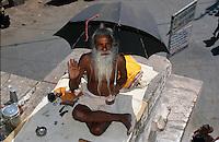 Indien, Udaipur (Rajasthan), Saddhu im Jagdish Tempel