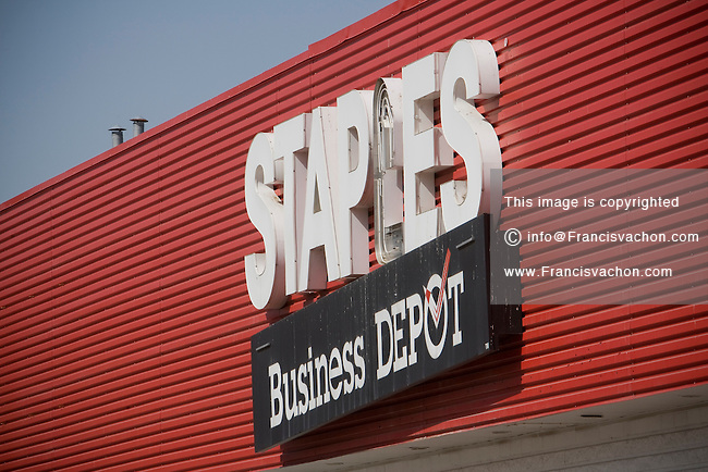 Staples store in toronto stock photos by francis vachon