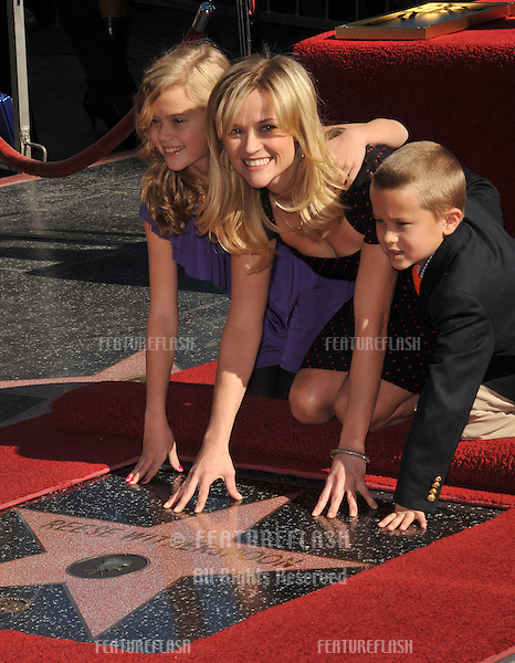 Reese Witherspoon & children on Hollywood Boulevard where she was honored with the 2,425th star on the Hollywood Walk of Fame..December 1, 2010  Los Angeles, CA.Picture: Paul Smith / Featureflash