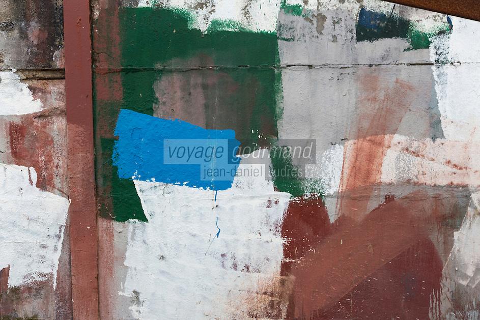 France, Pas-de-Calais (62), Côte d'Opale, Boulogne-sur-Mer, Port de pêche, chantier naval, essais de peintures  //  France, Pas de Calais, Cote d'Opale (Opal Coast) Boulogne sur Mer,fishing port, shipyard,  paints tests
