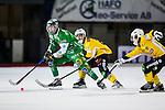 Stockholm 2013-12-30 Bandy Elitserien Hammarby IF - Broberg S&ouml;derhamn IF :  <br /> Hammarbys Jesper Jonsson jagas av Brobergs Simon Folkesson <br /> (Foto: Kenta J&ouml;nsson) Nyckelord: