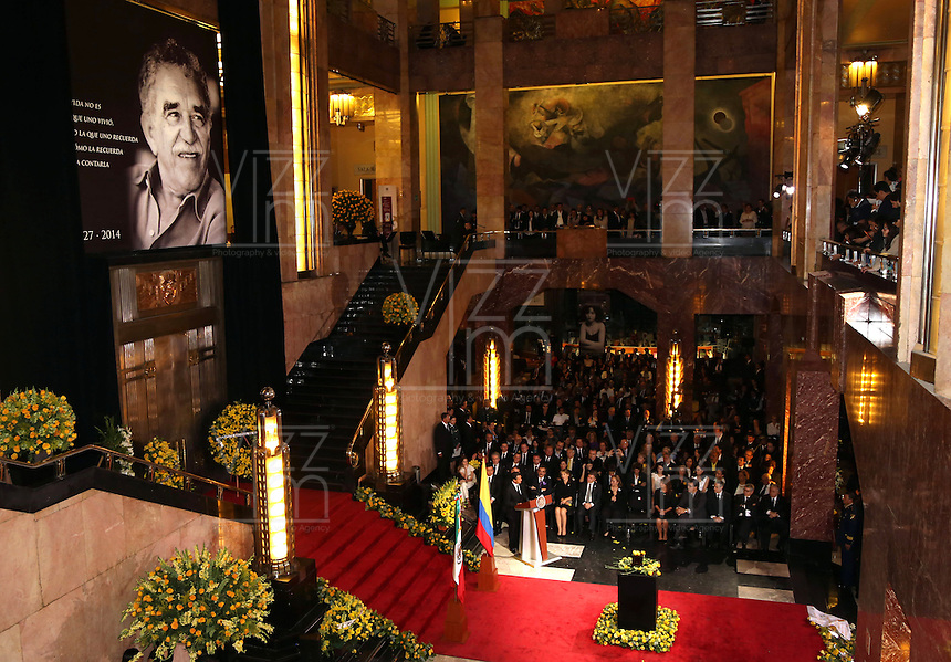 "MEXICO D. F.-MEXICO- 21 -04-2014: Enrique Peña Nieto, Presidente de Mexico, encabezo el Homenaje Nacional a Gabriel García Márquez, en el Palacio de Bellas Artes, al que asistieron su viuda, Mercedes Barcha, y sus hijos Rodrigo y Gonzalo, entre otros familiares, el Presidente Enrique Peña Nieto aseguró que ""para alegría y honra de los mexicanos, nuestro homenajeado escribió en la Ciudad de México la obra que le otorgó reconocimiento mundial"". / Enrique Peña Nieto, President of Mexico, headed the National Tribute to Gabriel García Márquez, at the Palacio de Bellas Artes, attended by his widow, Mercedes Barcha, and his sons Rodrigo and Gonzalo, among other family members, the President Enrique Peña Nieto said that ""for the joy and honor of Mexican, our honored wrote in Mexico City that gave the work worldwide recognition."" / Photo: VizzorImage / Daniel Aguilar / Presidencia de Mexico. / Handouts. / PHOTOGRAPHIC CONTENT / FOR EDITORIAL USE ONLY / NO SALES / NO ADVERTISING/ NO MARKETING /"