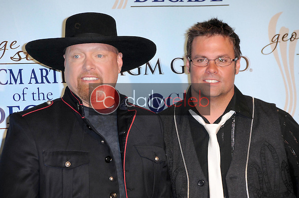 Eddie Montgomery and Troy Gentry<br />in the press room at the Academy Of Country Music Awards' Artist Of The Decade. MGM Grand, Las Vegas, NV. 04-06-09<br />Dave Edwards/DailyCeleb.com 818-249-4998