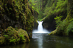 Punch Bowl Waterfall, Eagle Creek, Columbia River Gorge National Scenic Area, Oregon, USA