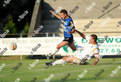 2012-07-25 / Voetbal / seizoen 2012-2013 / KFCO Wilrijk - Rupel-Boom / Bart Vergeylen (KFCO) zet Dries Ventose van de bal..Foto: Mpics.be