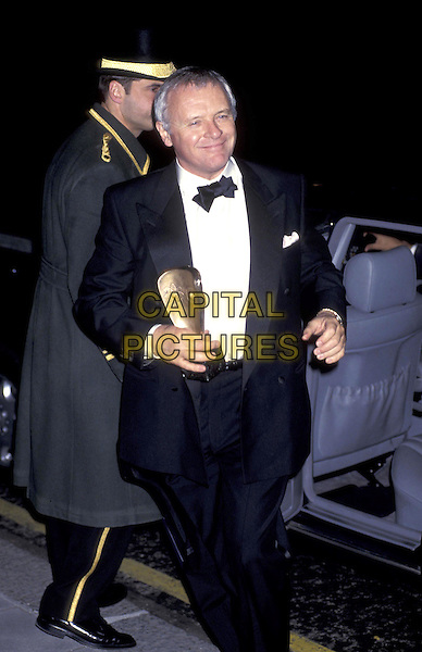 ANTHONY HOPKINS.half length half-length holding award.ref:437.www.capitalpictures.com.sales@capitalpictures.com.©Capital Pictures