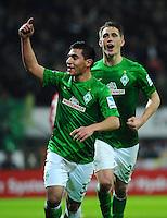 FUSSBALL   1. BUNDESLIGA   SAISON 2012/2013    20. SPIELTAG SV Werder Bremen - Hannover 96                           01.02.2013 Torjubel nach dem 2:0:  Oezkan Yildirim (li) und  Nils Petersen (re, beide SV Werder Bremen) jubeln