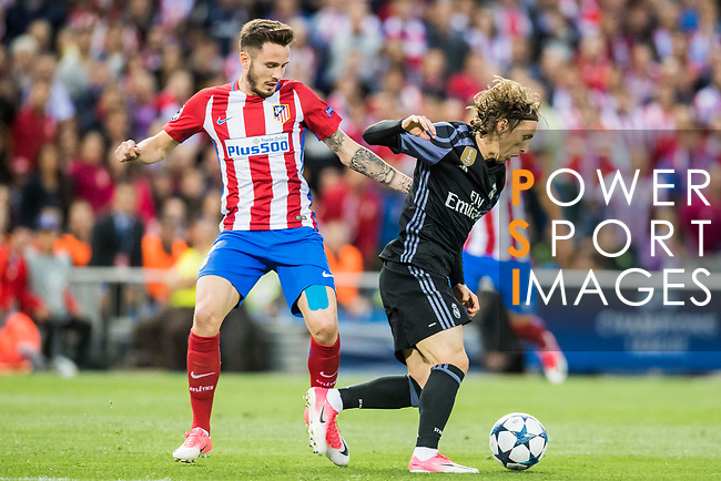 Luka Modric (r) of Real Madrid competes for the ball with Saul Niguez Esclapez of Atletico de Madrid during their 2016-17 UEFA Champions League Semifinals 2nd leg match between Atletico de Madrid and Real Madrid at the Estadio Vicente Calderon on 10 May 2017 in Madrid, Spain. Photo by Diego Gonzalez Souto / Power Sport Images