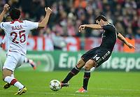FUSSBALL   CHAMPIONS LEAGUE   SAISON 2012/2013   GRUPPENPHASE   FC Bayern Muenchen - LOSC Lille                          07.11.2012 Tor zum 2:0 durch Claudio Pizarro (re, FC Bayern Muenchen) gegen Marko Basa (LOSC Lille)
